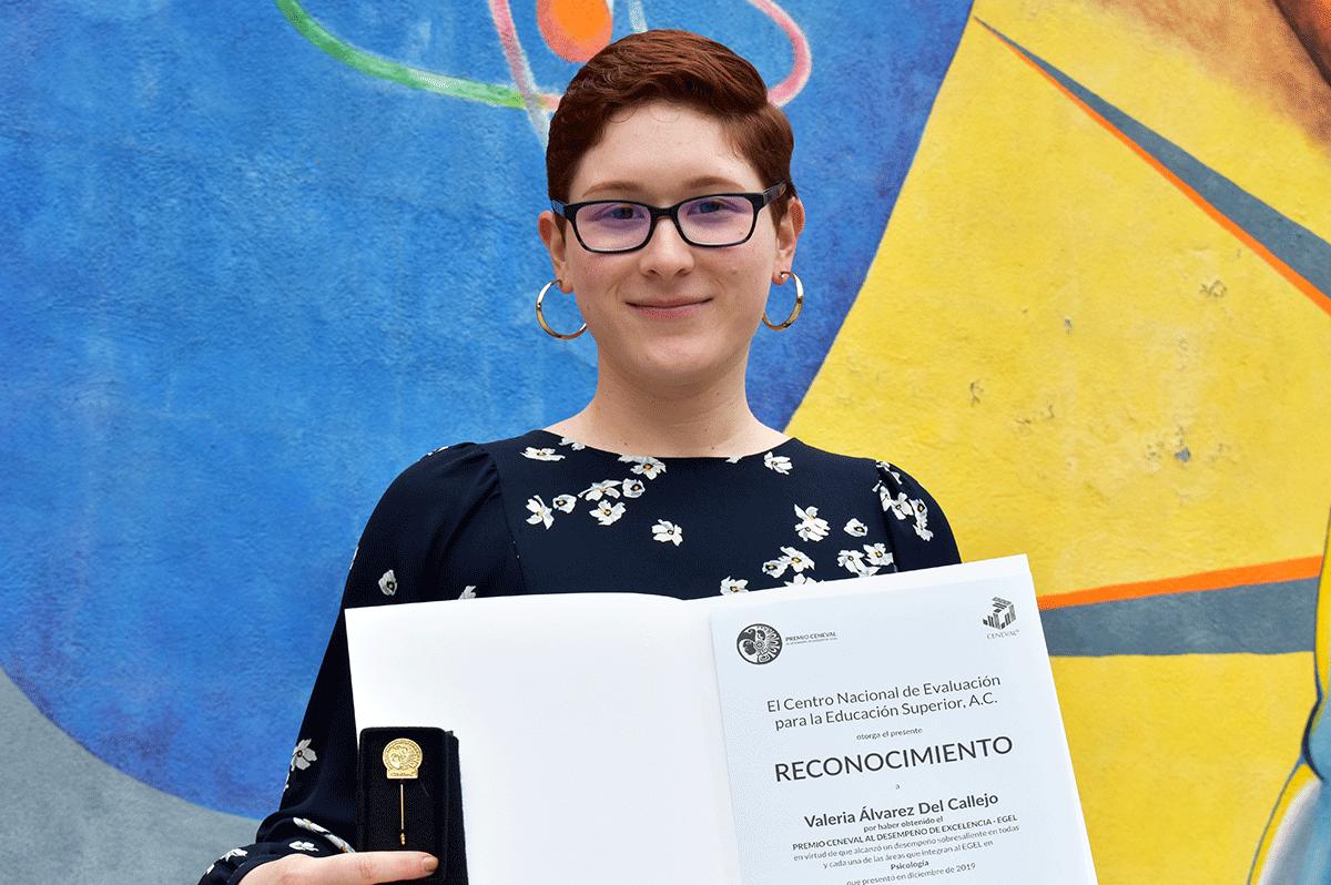 Valeria Álvarez, egresada de CETYS es premiada por desempeño en examen EGEL