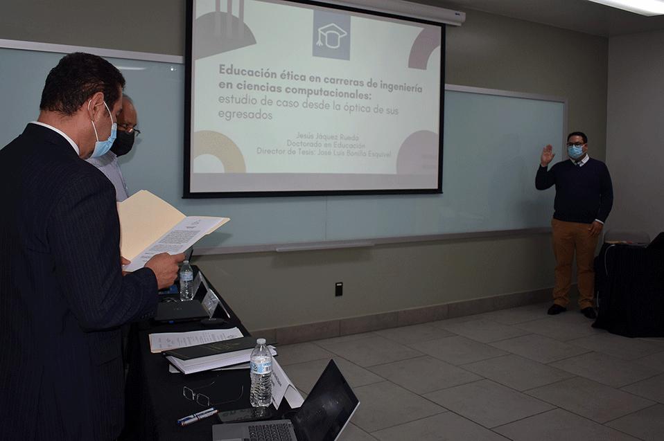 Jesús Jáquez Rueda toma protesta como doctor en Educación en CETYS Tijuana