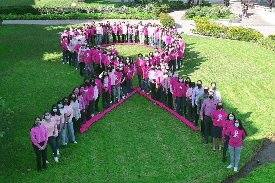 CETYS crea gran listón rosa humano en el marco del Día Mundial contra el Cáncer de Mama