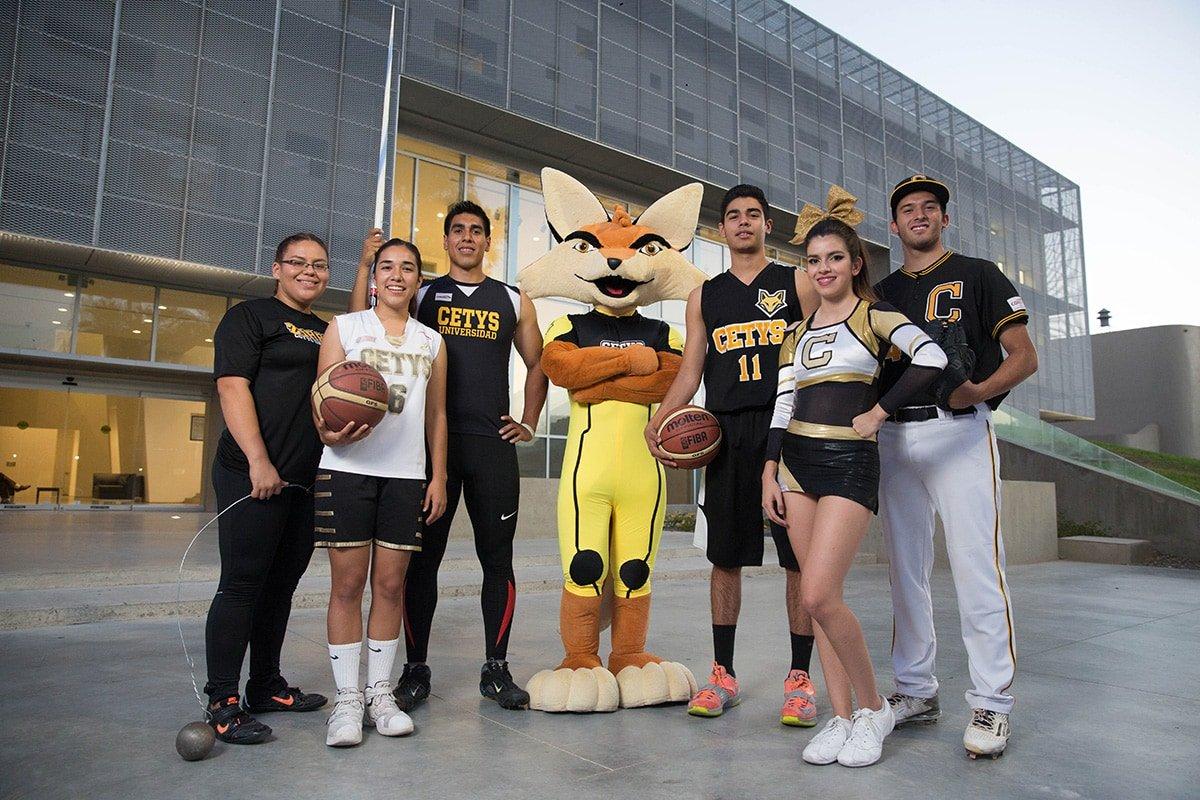 Estudiantes que participan en equipos representativos deportivos y mascota institucional