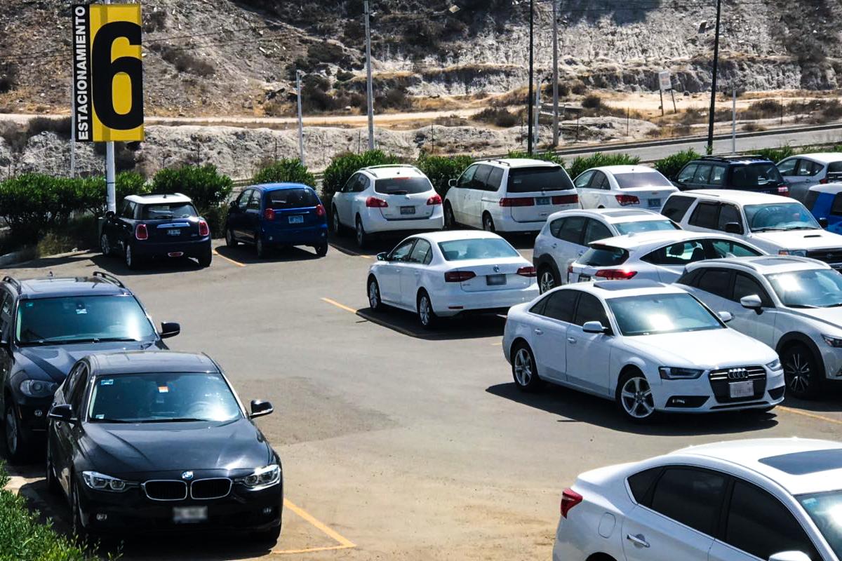 Acceso y estacionamiento CETYS